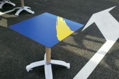 Serigrafía de marca sobre mesas de exterior