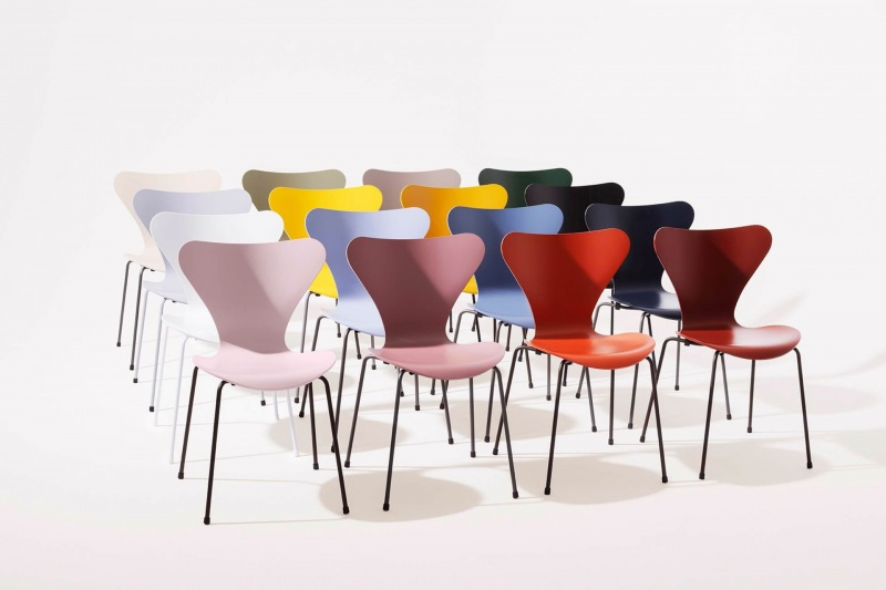 Fritz Hansen Series 7 touch of colour