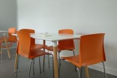 Mesas Euromof y sillas Universal